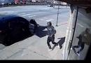 Tin tức - Video: Nghẹt thở màn đấu súng giữa cảnh sát và 2 tên cướp trên phố