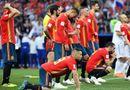 Tin tức - Video: Tây Ban Nha thua trận, CĐV thay áo ngay trên khán đài chuyển sang cổ vũ Nga