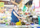 """Tin tức - Video: Hương Giang, Trấn Thành """"khẩu chiến"""" giữa chợ gây chú ý"""
