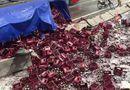 Tin tức - Video: Xe container bị lật, hàng nghìn chai bia vỡ phủ kín mặt đường