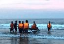 Tin tức - Vụ 4 du khách bị sóng đánh trôi ở Thanh Hóa: Vẫn chưa tìm được nạn nhân cuối cùng