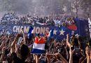"""Nâng cao cúp vàng World Cup, dàn sao Pháp trở về trong sự chào đón của \""""biển\"""" người hâm mộ"""