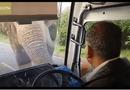 Tin tức - Video: Voi chặn đầu xe buýt cướp chuối, tài xế sợ tái mặt