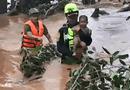 Tin thế giới - Xúc động khoảnh khắc đội cứu hộ giải cứu các nạn nhân mắc kẹt sau sự cố vỡ đập tại Lào