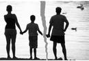 Tin tức - Nghìn lẻ chiêu trốn trợ cấp nuôi con của các ông chồng: Nỗi đau bao giờ cũng dồn lên đứa trẻ