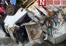 Tin tức - Xe chở hàng cứu trợ Lào lật xuống sông, 3 người thương vong