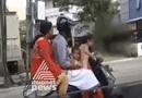 Video - Video: Thót tim cảnh bé gái 5 tuổi lái xe máy đèo bố mẹ và em gái