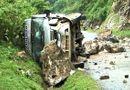 Tin tức - Điện Biên: Đá bất ngờ rơi trúng xe khách 16 chỗ, nhiều người trọng thương