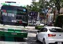 Tin tức - Xe buýt thản nhiên chạy ngược chiều ở trung tâm Sài Gòn