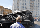 Tin thế giới - Cỗ xe tăng huyền thoại T-34 lật nhào trong lễ duyệt binh tại Nga