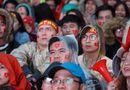 Tin tức - Dầm mưa cổ vũ tuyển Olympic Việt Nam, làm sao để không bị cảm lạnh?
