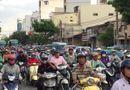 Tin tức - Hàng nghìn người chen nhau rời thành phố về quê nghỉ lễ 2/9, cửa ngõ kẹt cứng