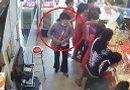 """Tin tức - Video: """"Nữ quái"""" trộm dây chuyền trong tiệm vàng"""