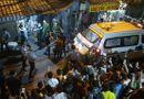 Tin tức - Video: Đưa thi thể ra ngoài sau vụ cháy kinh hoàng ở Đê La Thành
