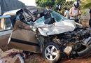 Tin tức - Ô tô con lao thẳng vào đuôi xe tải, 4 người thương vong
