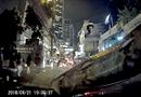 """Tin tức - Video: Người phụ nữ kinh hãi phát hiện trăn """"khủng"""" bò trên đầu xe"""