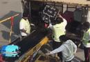 Tin tức - Cận cảnh nhân viên sân bay Hong Kong quăng hành lý của khách như rác gây phẫn nộ
