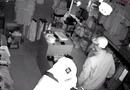 Tin tức - Video: Băng trộm đi ôtô ngang nhiên đột nhập shop quần áo khoắng đồ