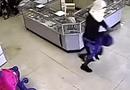 Tin tức - Video: Tên cướp đập kính hàng chục cú không vỡ, còn bị đứt tay chảy máu lộ ADN