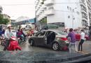 Tin trong nước - Chạy vào chợ vác dao ra chém đứt gân tay tài xế ô tô sau va chạm
