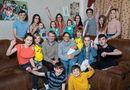 Tin thế giới - Cặp vợ chồng đông con nhất nước Anh chào đón em bé thứ 21