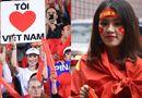 Tin trong nước - Dàn fan nữ xinh đẹp háo hức đổ về Hàng Đẫy cổ vũ ĐT Việt Nam
