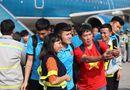 Tin tức - CĐV Việt Nam chào đón đội tuyển Việt Nam về nước sau chiến thắng trước Philippines