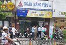 Tin tức - Nhân chứng bàng hoàng kể lại giây phút nghi phạm xông vào cướp ngân hàng ở TP.HCM