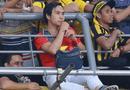 Tin tức - CĐV Việt Nam sáng nhất chung kết Malaysia - Việt Nam: Một mình ngồi giữa rừng CĐV Maylaysia