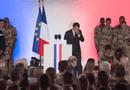 Tin tức - Video: Binh sĩ Pháp ngất xỉu khi đang hát quốc ca trước mặt Tổng thống Macron