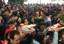 Tin tức - Hàng nghìn người đổ về tạ lễ cuối năm, Phủ Tây Hồ chật cứng