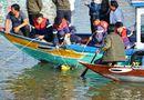 """Tin tức - Vụ lao ô tô xuống sông ở Quảng Nam: """"Bị bố kéo lại, cháu vẫn cố vùng vẫy đạp cửa ra ngoài"""""""