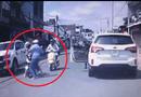 Tin tức - Video: Phẫn nộ cảnh người đàn ông đánh phụ nữ ngay chiều mùng 1 Tết