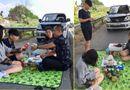 An ninh - Hình sự - Dân mạng bức xúc với nhóm người mở tiệc trên đường cao tốc Nội Bài - Lào Cai