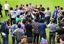 Tin tức - Thủ môn Đặng Văn Lâm được truyền thông Thái Lan vây kín tại buổi lễ ra mắt