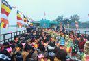Cần biết - Hàng trăm người dự lễ phóng sinh tại bến phà sông Hồng