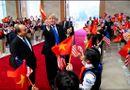 Tin trong nước - Video: Khoảnh khắc Tổng thống Donald Trump vẫy cờ Việt Nam gây sốt