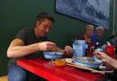 Tin tức - Video: Cà phê trứng, phở bò Hà Nội lên sóng truyền hình Mỹ