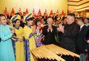 Tin trong nước - Chủ tịch Triều Tiên Kim Jong-un chơi thử nhạc cụ dân tộc Việt Nam