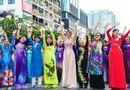 Tin trong nước - Trên 3.000 phụ nữ đồng diễn với áo dài trên phố đi bộ Nguyễn Huệ