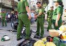 Tin trong nước - TP.HCM: Ván từ công trình cao ốc rơi trúng đầu, nam thanh niên đi xe máy bất tỉnh