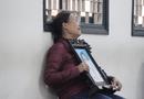 An ninh - Hình sự - Xử ca sĩ Châu Việt Cường: Quặn lòng cảnh mẹ nạn nhân gào khóc ôm di ảnh con gái đến tòa