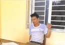 Pháp luật - Người đàn ông vác dao chém trọng thương Trưởng, Phó công an xã rồi bỏ đi uống rượu