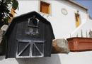 Tin thế giới - Dân làng Tây Ban Nha ngỡ ngàng khi mỗi sáng mở cửa thấy tiền để trước nhà