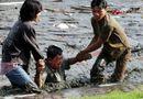 Tin thế giới - Indonesia: Lũ quét khiến ít nhất 42 người thiệt mạng, nhiều nhà cửa bị phá hủy