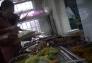 Xã hội - Hà Nội: Bếp ăn bệnh viện ĐK huyện Hoài Đức bỏ qua quy định về vệ sinh an toàn thực phẩm?