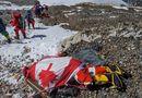 Tin thế giới - Trái đất nóng lên, băng tan trên đỉnh Everest để lộ ra hàng trăm thi thể