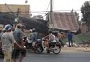 Tin trong nước - Tin tai nạn giao thông mới nhất ngày 30/3/2019: Xe tải chở rau tông sập 4 nhà dân, 2 người tử vong