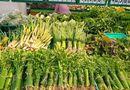 Đời sống - Hưởng ứng bảo vệ môi trường, nhiều siêu thị dùng lá chuối tươi gói rau, củ, quả