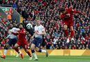 """Bóng đá - Cầu thủ Tottenham đá phản lưới nhà """"giúp"""" Liverpool giành ngôi đầu bảng"""